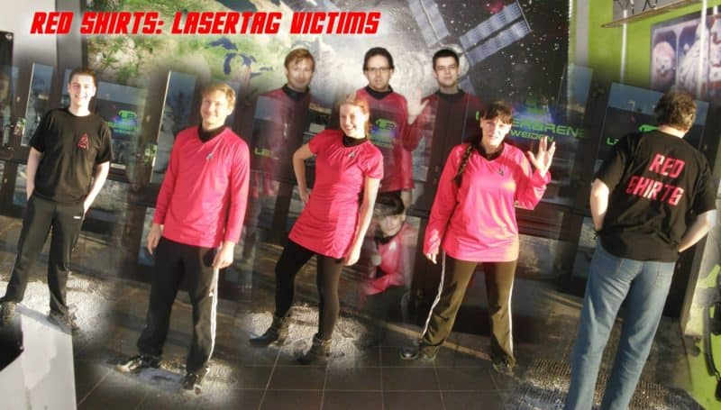 Gruppenbild des Lasertag Team Red shirts
